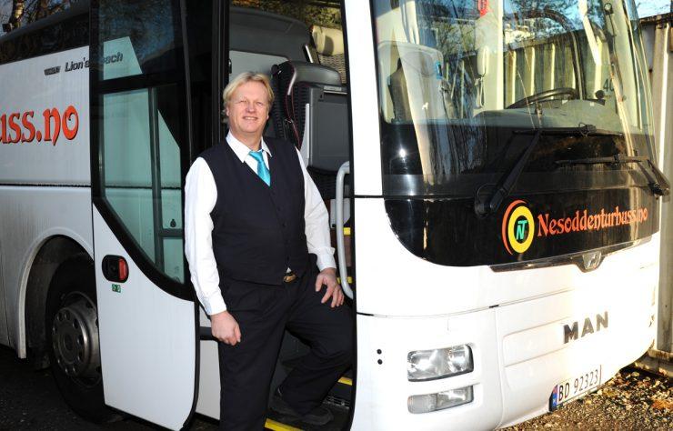 En bussjåfør med godt humør