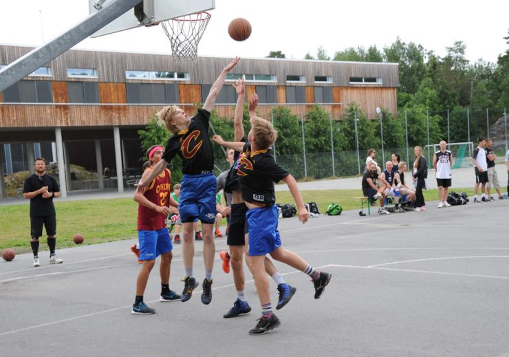 Basketturnering med full kurv