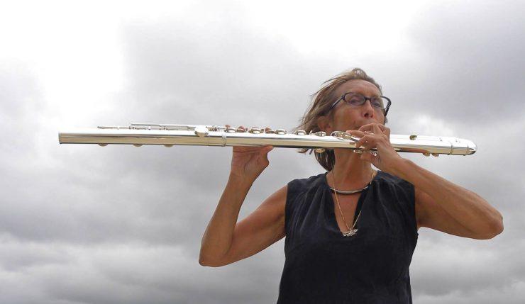 Med fløyte til Galleri Vanntårnet